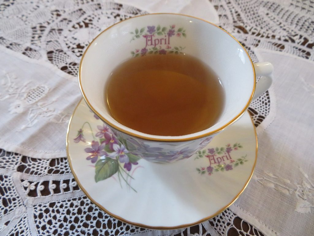 Il tè servito in una originale ceramica inglese